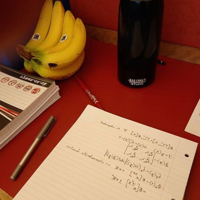 没有tebooks and a banana in the library