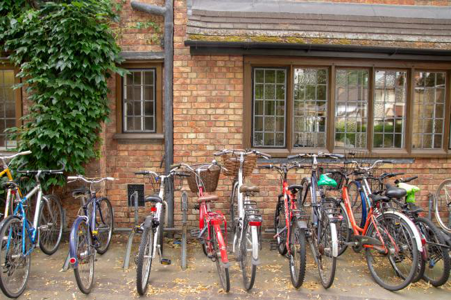 Bicycles at bredon房子