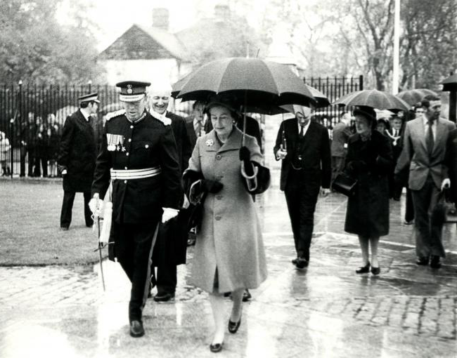The Queen entering College on 9 Nov 1977